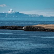 iceland_lighthouse_at_noon