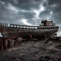 iceland_rusty_boat